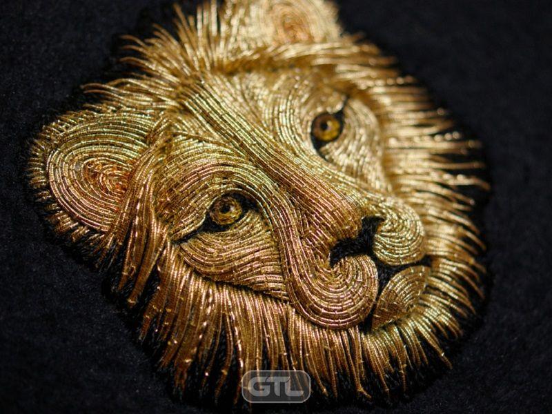 Красива вишивка металевими нитками