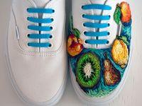 Модне взуття з вишивкою