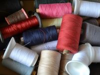 Как выбрать швейные нитки