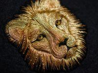 Красивая вышивка металлическими нитками