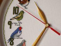 Часы с вышитым циферблатом